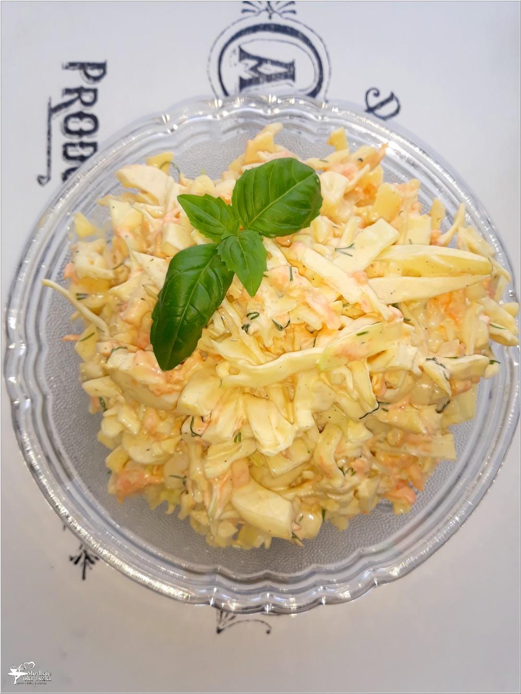Pyszna surówka obiadowa z białej kapusty z koperkiem, marchewką i majonezem (1)