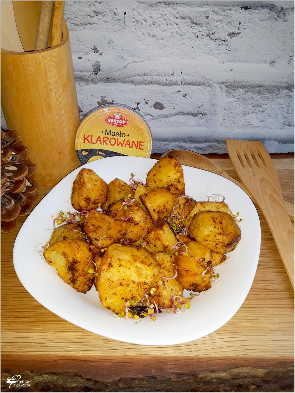 Pieczone czosnkowo-paprykowe ziemniaczki (na maśle klarowanym)