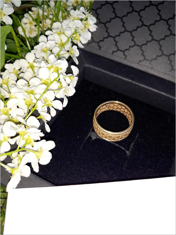 Pozłacana obrączka Chesterfield Gold z kolekcji Kohha Elegance (6)
