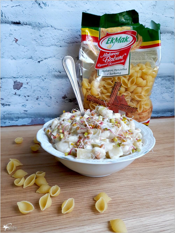 Szybka sałatka makaronowa z soczewicą i ogórkami (3)
