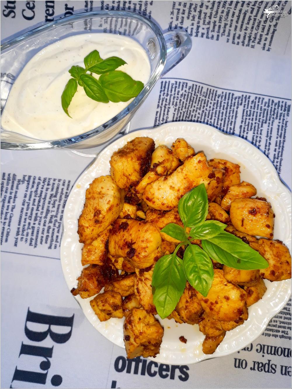 Szybkie paprykowo-ziołowe kawałki kurczaka z sosem czosnkowym (3)