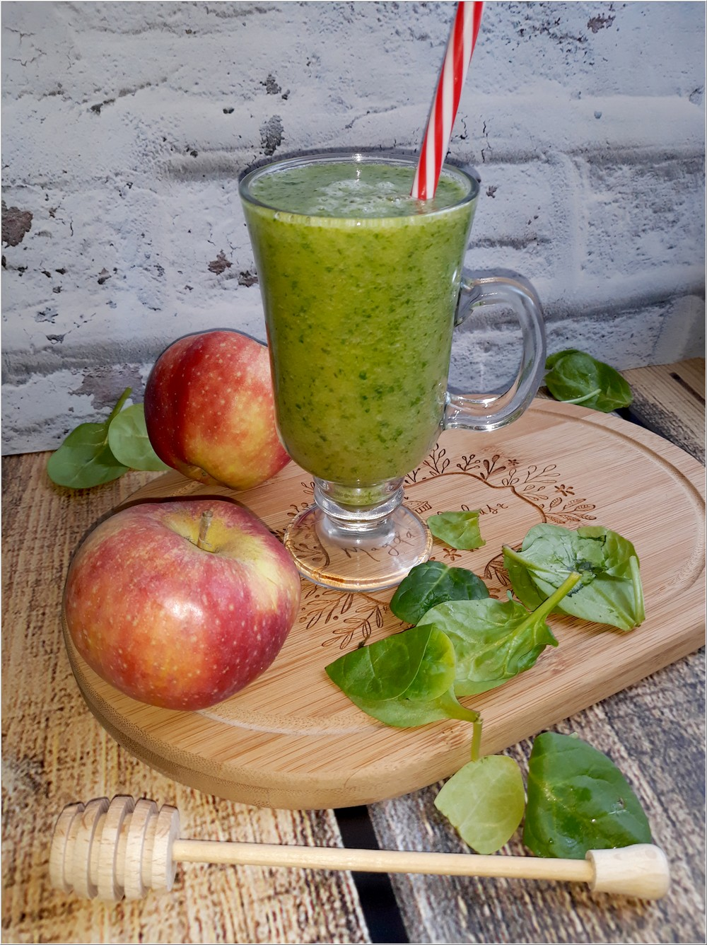 Zdrowe smoothie z gruszką, szpinakiem i ziołomiodem z czarnego bzu (1)