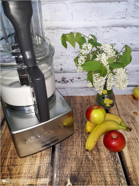 ubijanie białek do gofrów za pomocą wielofunkcyjnego robota kuchennego Magimix 5200XL Premium (1)