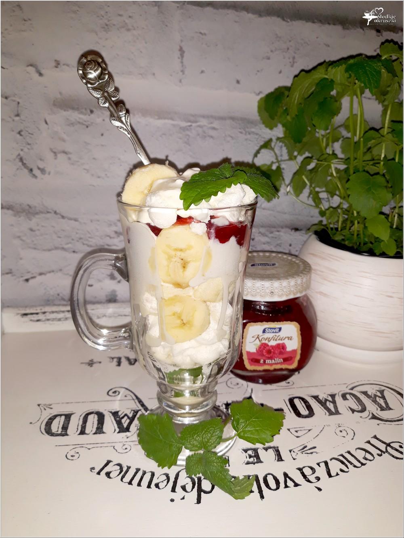 Deser słodki bałagan z bezą, bananami i malinową konfiturą (2)