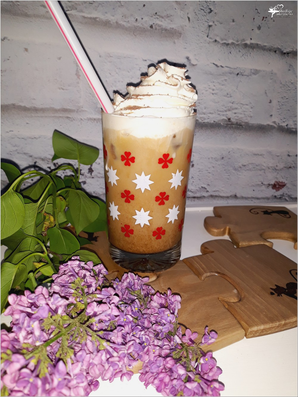 Kawa mrożona wersja wzbogacona (a la deser)
