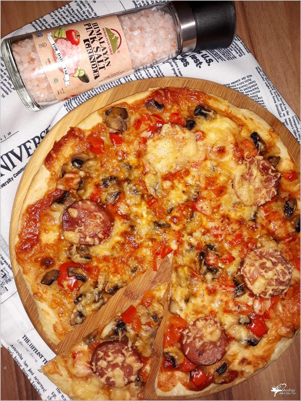 Na obiad, na imprezę. Prosta i szybka a la pizza na cienkim cieście (2)