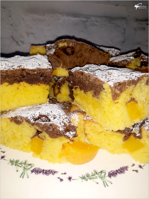 Niezawodne szybkie ciasto z ulubionymi owocami - kakao, owoce, ekstrakt waniliowy