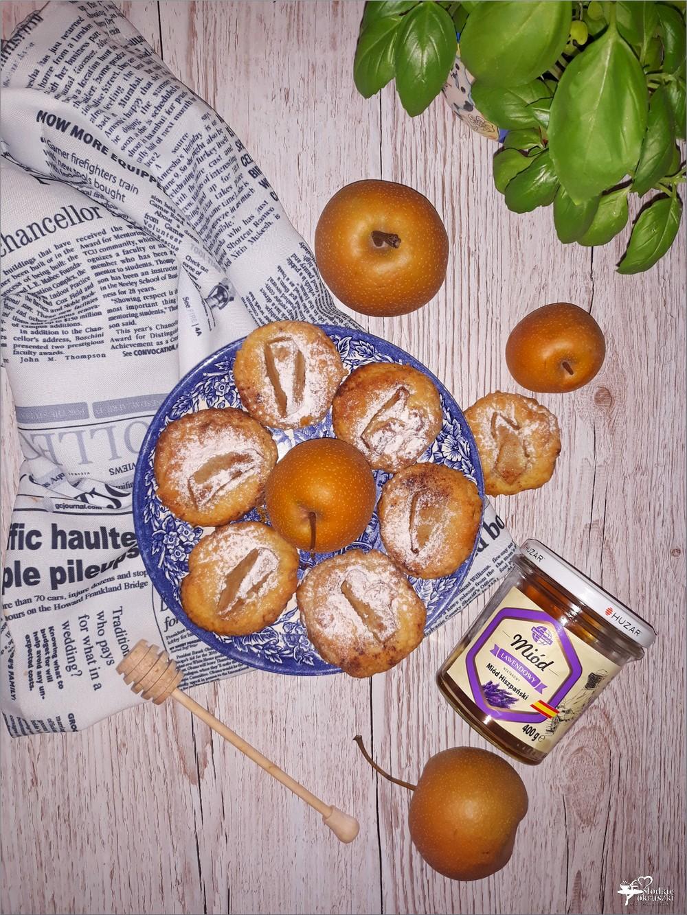 Serowe ciasteczka z gruszką azjatycka i miodem Huzar