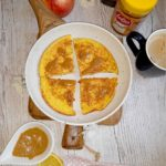 Kukurydziany omlet z sosem na bazie syropu klonowego