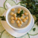 Szybka zupa pieczarkowa z serkiem topionym