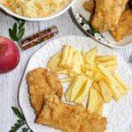 Ryba w kukurydzianej panierce i domowe frytki
