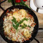 Warzywa z szynką pod warstwą sera
