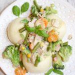 Pampuchy z warzywami i szynką