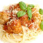 Spaghetti z pulpecikami w pomidorowym sosie