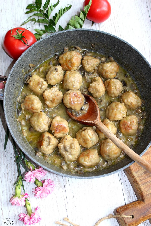 Pulpeciki z szynki w sosie pieczarkowym