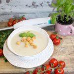 Kremowa zupa pieczarkowa z groszkiem ptysiowym