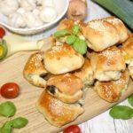 Paszteciki z serem, papryką i pieczarkami