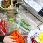 Jak przedłużyć trwałość żywności? Przechowywanie próżniowe.
