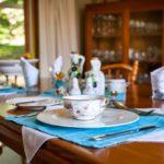 Jak dobrać odpowiednią porcelanę do stylu mieszkania?
