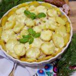 Obiadowa zapiekanka z kiełbasą, ziemniakami i papryką