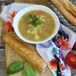 Szybka zupa grochowa z drożdżowymi paluchami z makiem