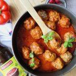 Pulpeciki z mozzarellą w sosie pomidorowym