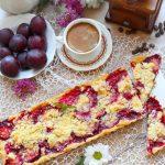 Tarta ze śliwkami i kruszonką – ciasto do kawy