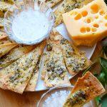 Chipsy z tortilli z serem i bazylią – szybka przekąska
