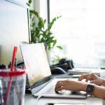 Jak urządzić małe biuro w domu?