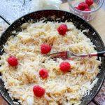 Smażony ryż z jabłkami – szybkie danie z patelni